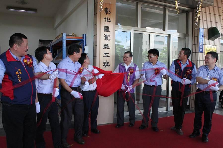 台電彰化工務段施工班正式揭牌成立,穩定供電生力軍就位,提供施工能力。(吳敏菁攝)
