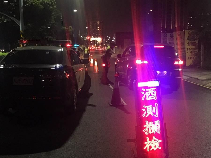 酒駕零容忍7月1日新制上路,桃園市警察局交通大隊提醒民眾,千萬別以身試法。(甘嘉雯翻攝)