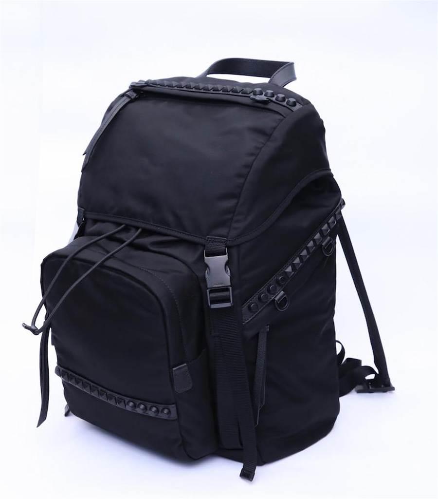 PRADA鉚釘裝飾尼龍後背包(限量2個),5萬500元。(PRADA提供)