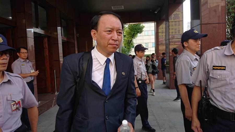 檢察官林志峰找來監察院委任的命案鑑定人藍錦龍作證,藍根據鑑識經驗說明謝志宏應未行凶,並認為當時作筆錄的員警有捏造、陷害的可能。(程炳璋攝)