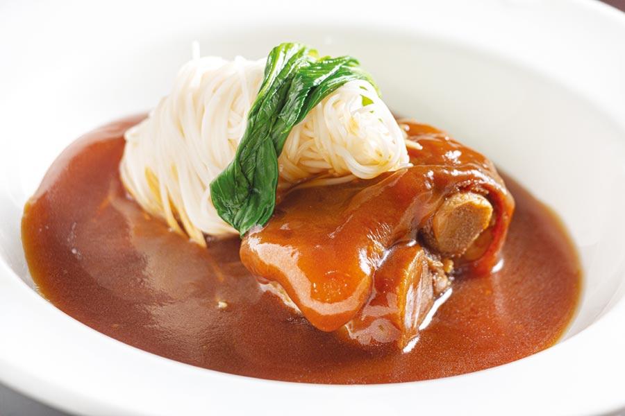 即日起當月壽星於台北華國帝國會館用餐,4人同行就送粵式傳統佛手壽麵(豬腳麵線)一份。圖/業者提供