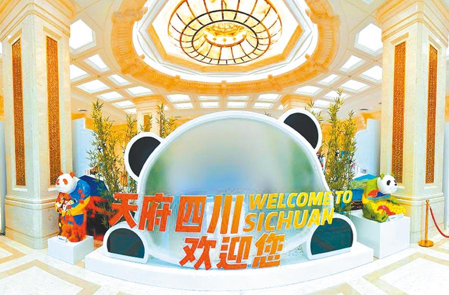 6月17日,在北京舉行的四川發展成就展示活動入口。