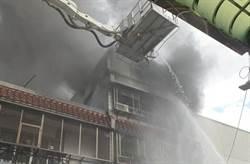 新莊塑膠工廠大火 濃煙沖天