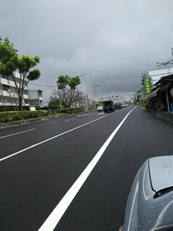 高雄大寮區剛鋪好路超平 網友PO照:小心超速