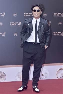 金曲30紅毯/陳奕迅CELINE皮衣勁裝 一片西裝中異軍突起