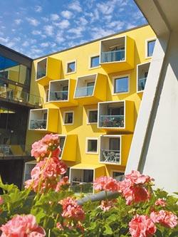 台灣可結合壽險、REITs 做大養老公寓商機