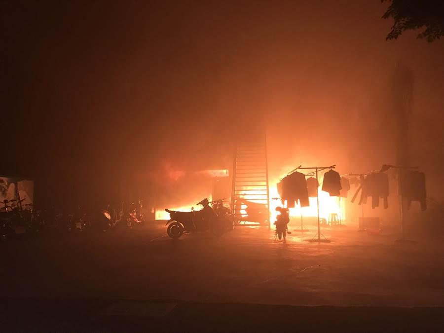 台南官田工業區內外籍移工宿舍凌晨火警,所幸移工全數逃出。(翻攝照片)