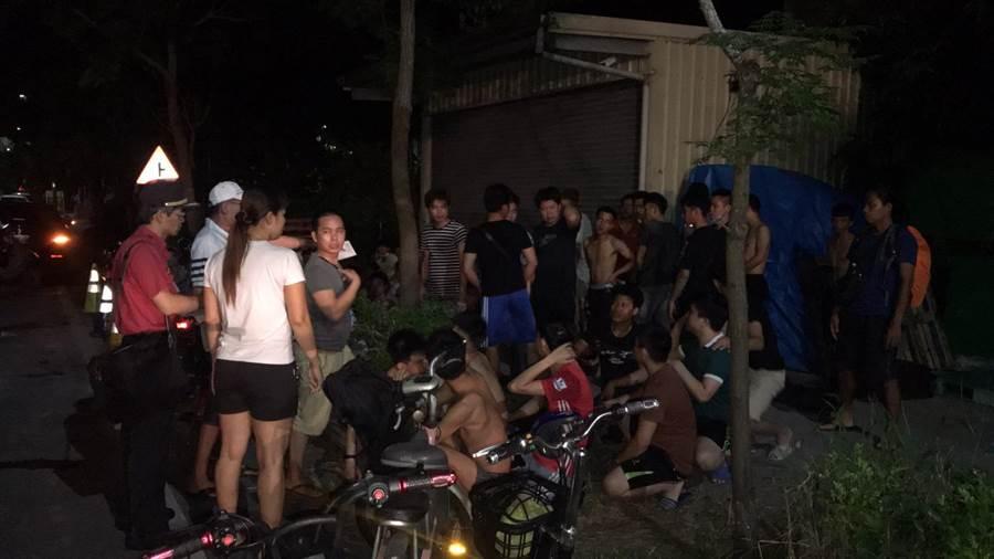 台南官田工业区内外籍移工宿舍凌晨火警,所幸移工全数逃出。