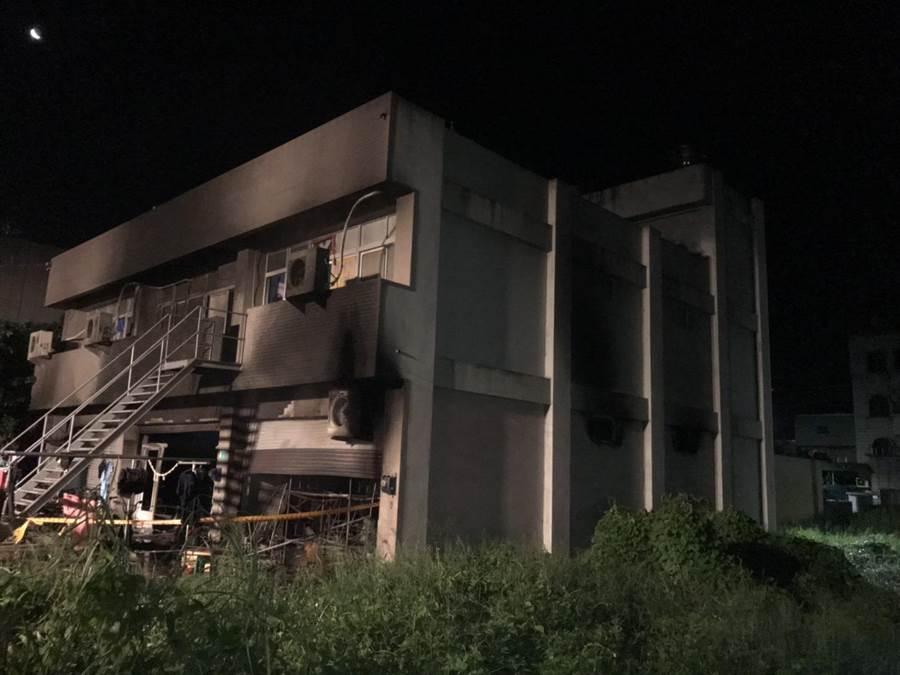 10名移工逃离时从2楼跳下受伤。