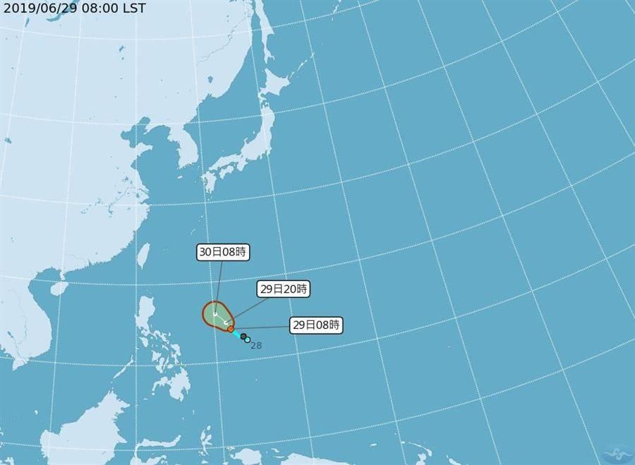 菲律賓東方海面有熱帶性低氣壓,未來是否發展成颱須留意。(圖/取自氣象局網頁)