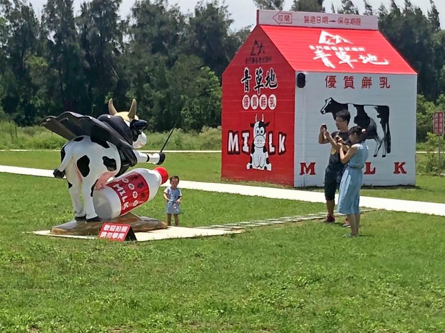 金門畜試所走過一甲子,入口「青草地」牛奶紙盒造型的小木屋是熱門打卡景點。(李金生攝)
