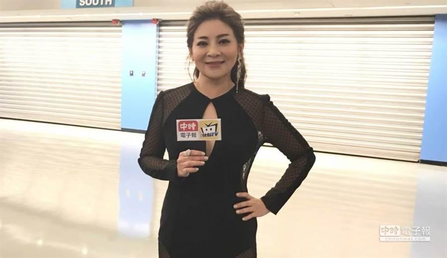 有「台灣濱崎步」之稱的保庇天后王彩樺,今日金曲獎大露美背。(圖/中時電子報攝)