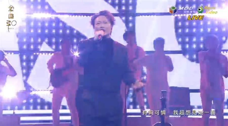 陳奕迅唱〈黑吃黑〉嗨翻現場。(圖/翻攝自Hami Video)
