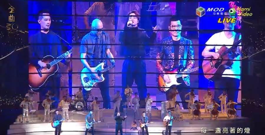 四名大咖製作人上台幫陳奕迅伴奏。(圖/翻攝自Hami Video)
