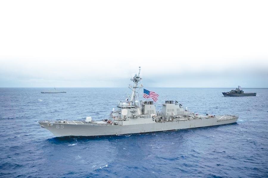 美國聯邦參議院表決通過《國防授權法》,支持美國軍艦持續定期通過台灣海峽。圖為美國DDG-65「班伯克」號通過台灣海峽。(摘自美國海軍官網)