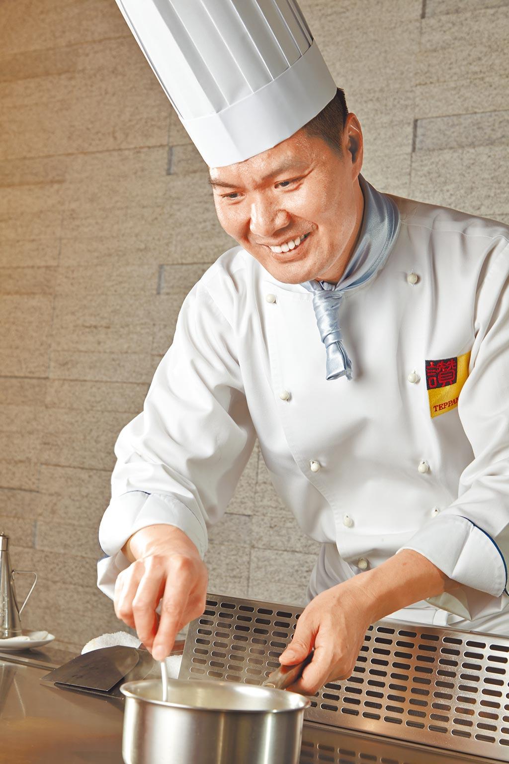 葉清雄掌廚鐵板燒41年,完全展現職人的專業和敬業精神。(讚鐵板燒提供)