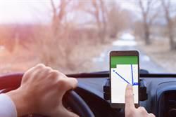 谷歌導航捷徑 百名駕駛慘困田裡