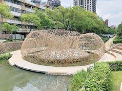 竹編構築藝術 進駐護城河