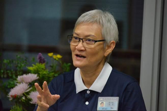 廖金鳳過去受的教育主要是英文,為了認識慈濟認真學中文,並發願要把慈濟訊息傳遞給更多不懂中文的人。(圖/慈濟基金會提供)