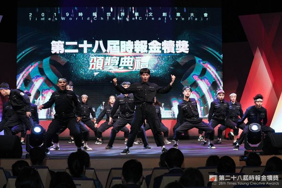 醒吾科技大學表演藝術系啦啦隊同學現場參與演出。