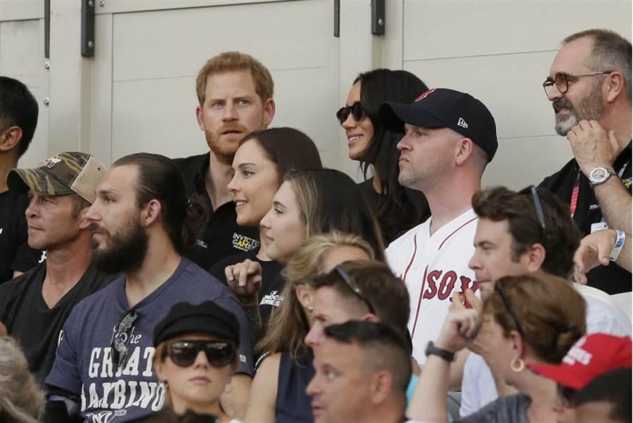 英國哈利王子與梅根觀看比賽。(美聯社)