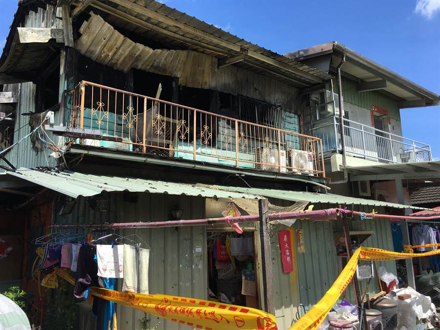 嘉義市鐵皮屋失火,6歲、10歲女童葬身在2樓房間。(廖素慧攝)