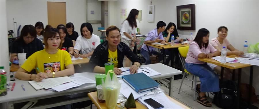 台中市府勞工局為東南亞移工開辦免費中文課程,吸引很多外籍朋友來上課。(盧金足攝)