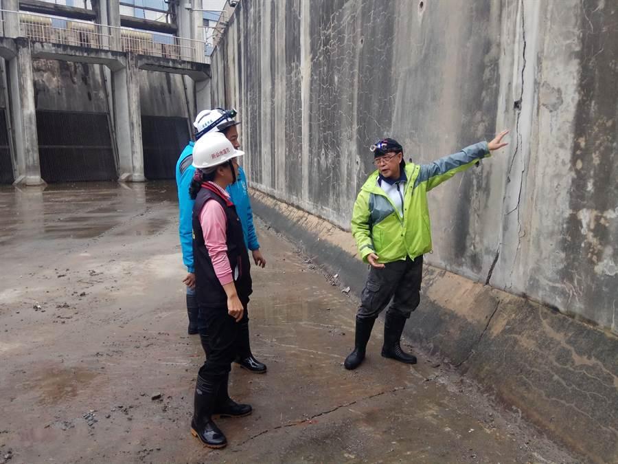 花蓮0206強震市區自來水管線破損嚴重,台水公司引進日本耐震管材,強化花蓮供水管線耐震力。(許家寧攝)