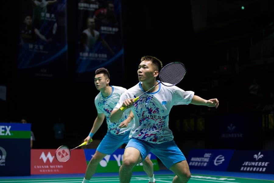 台灣男雙組合李洋(前)、王齊麟(後),在2019婕斯盃羽球賽冠軍戰,不敵馬來西亞「雙蔚」陳蔚強/吳蔚昇。(海碩整合行銷提供)