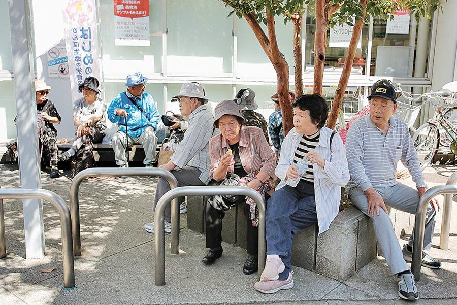 活到百歲得存多少錢?圖╱美聯社