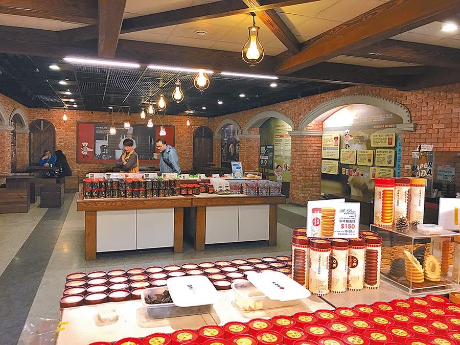 「亞典蛋糕密碼館」展售多款好吃可口的蛋糕等美食。(本報資料照片)