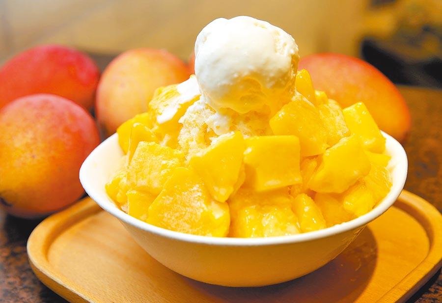 周記豆花的香草芒果牛奶冰,一口剉冰、一口芒果、一口冰淇淋,爽口而不膩。  (黃國峰攝)
