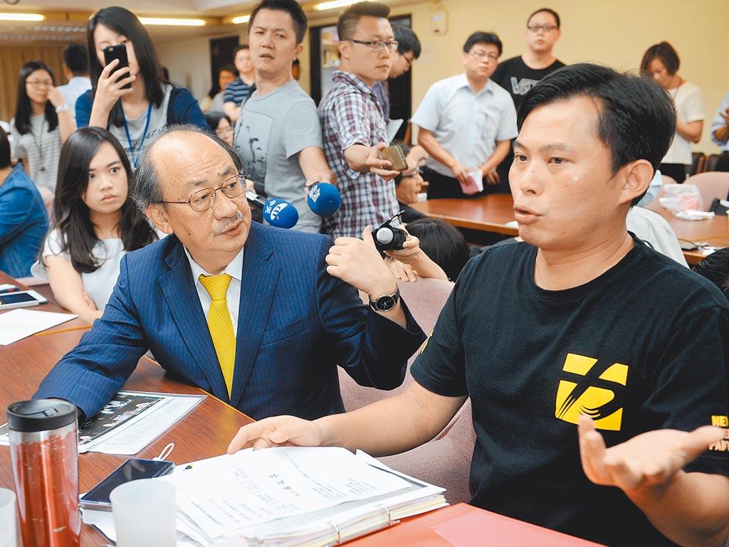 民進黨團總召柯建銘(左)與時力立委黃國昌(右)爭論不斷。(本報資料照片)