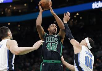 NBA》七六人更強了!荷福德帶槍投靠
