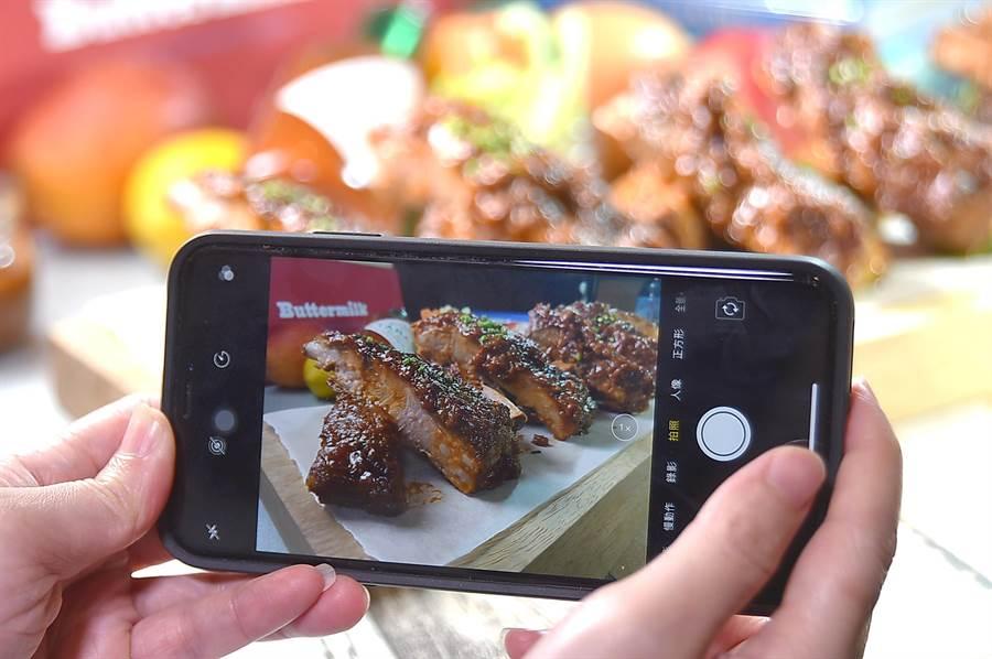 誰說美式食物不好「拍」,〈Buttermilk〉不少澎湃新菜適合「餵相機」。(圖/姚舜)