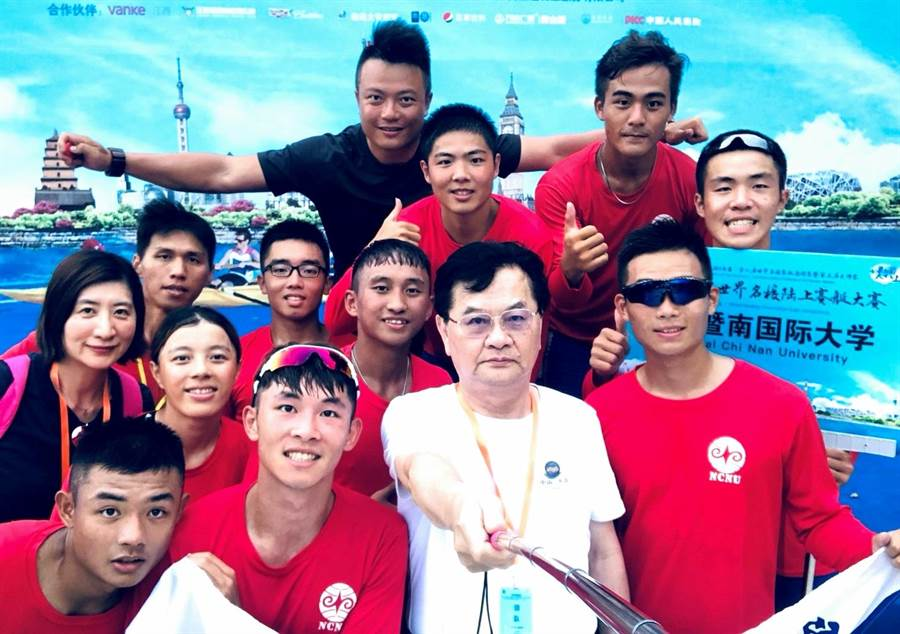▲暨南大學划船隊代表台灣參加「2019南昌世界名校賽艇邀請賽」勇奪亞軍殊榮的團隊。(暨大提供)