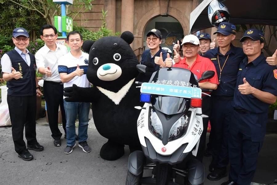 中正二分局與台北市自來水園區合辦暑期青春專案宣導,台北市副市長鄧家基和熊讚都到場。〔謝明俊翻攝〕