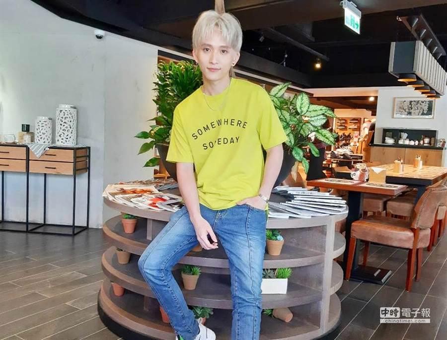 新加坡歌手邱鋒澤來台後擁有不少台灣少男少女粉絲,今年更是從3月起幾乎一個月發行一首歌,預計年底收錄成專輯。(圖/記者李家穎攝)