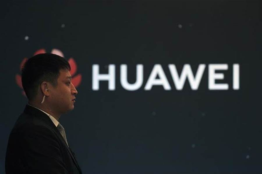 諮詢公司歐亞集團全球技術政策總監Paul Triolo指出,華為產業鏈的價值1100億美元(約3.4兆元新台幣),加上其競爭對手恐不及華為,打擊華為恐重創全球產業。(圖/美聯社)