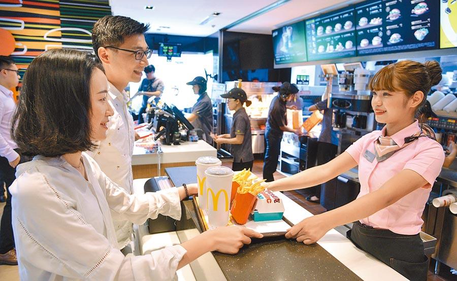 台灣麥當勞全台近400家門市已於6月底前全面不提供塑膠吸管。(台灣麥當勞提供)