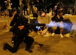 香港抗議午夜港警出動清場 人潮漸散去
