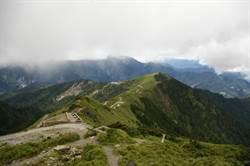 男獨攀奇萊北峰 迷途摔斷門牙待援