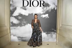 Dior 2019 秋冬高訂黑色回歸 女精靈遊走古神殿
