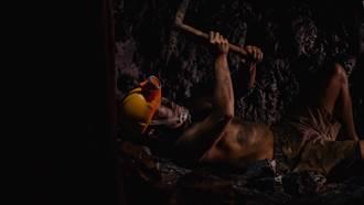 蔡昌憲克服「幽閉恐懼」 躺狹小礦坑一躺數小時