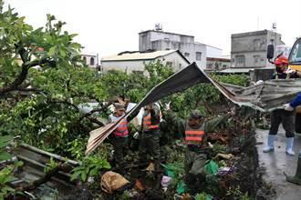 「陸龍捲」肆虐屏東後滿目瘡痍 災後又遇上大雨