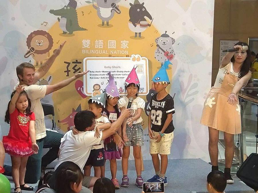小朋友參加飯店雙語親子活動。(圖取自活動官網)