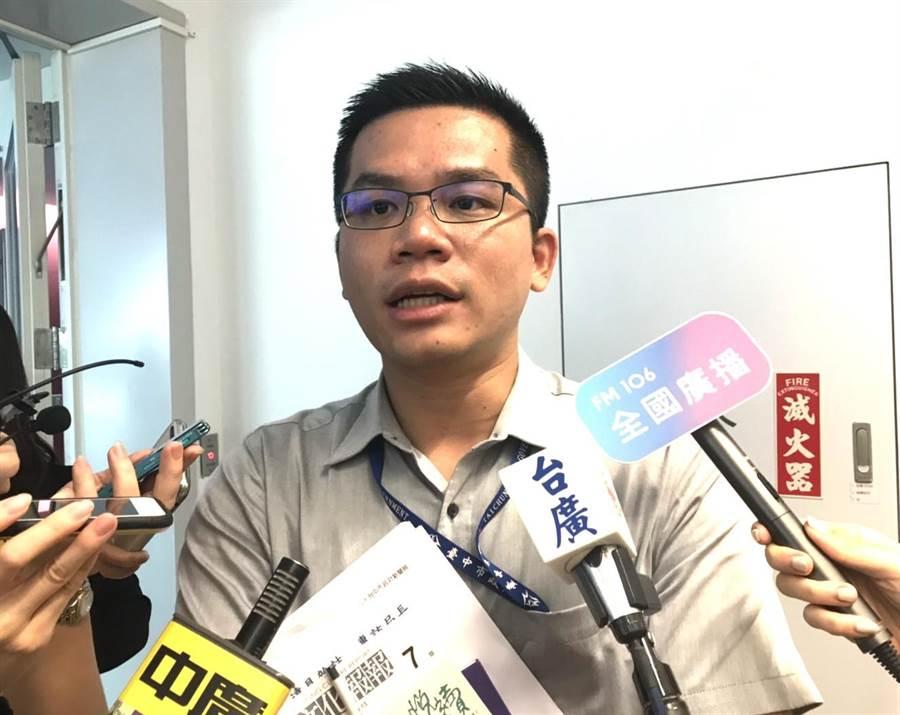 台中市府新聞局長吳皇昇表示,市府希望中央能夠確實支持2020台灣燈會,這也是交通部觀光局的活動,期盼中央地方是一個夥伴關係,最後核定內容能符合台中市民及台灣人民樂見的結果。(盧金足攝)