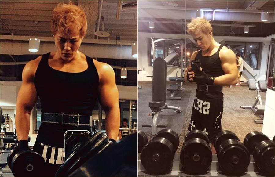 他透露每週都會運動三到四次,過去大家喜歡瘦一點的男生,現在接受肌肉男了,所以他很開心做回自己。(圖/翻攝自微博)