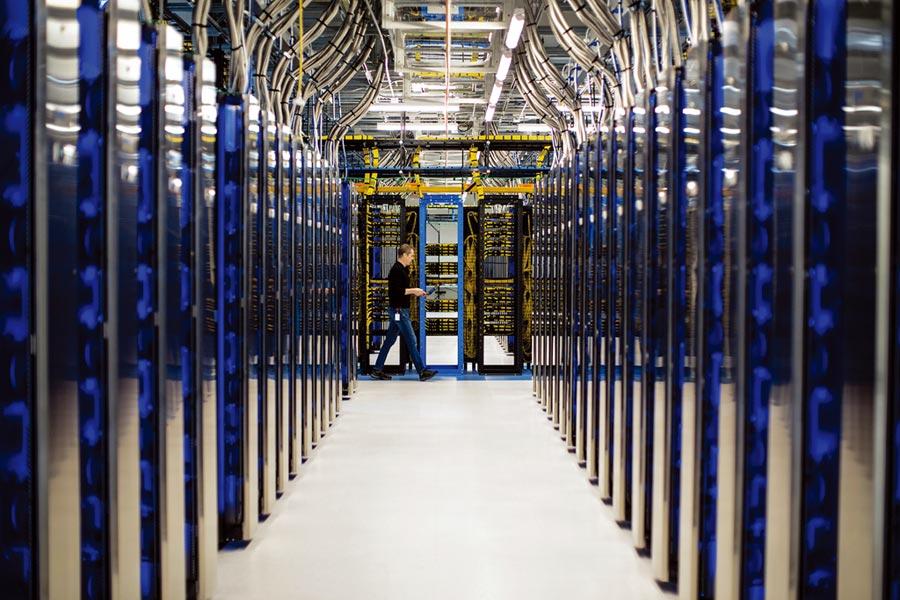 由微軟Azure提供的半導體雲端解決方案具備超大規模資料中心、卓越的技術支援團隊、極度安全性及擁有共同願景的長期戰略合作夥伴等四大優勢。圖/業者提供