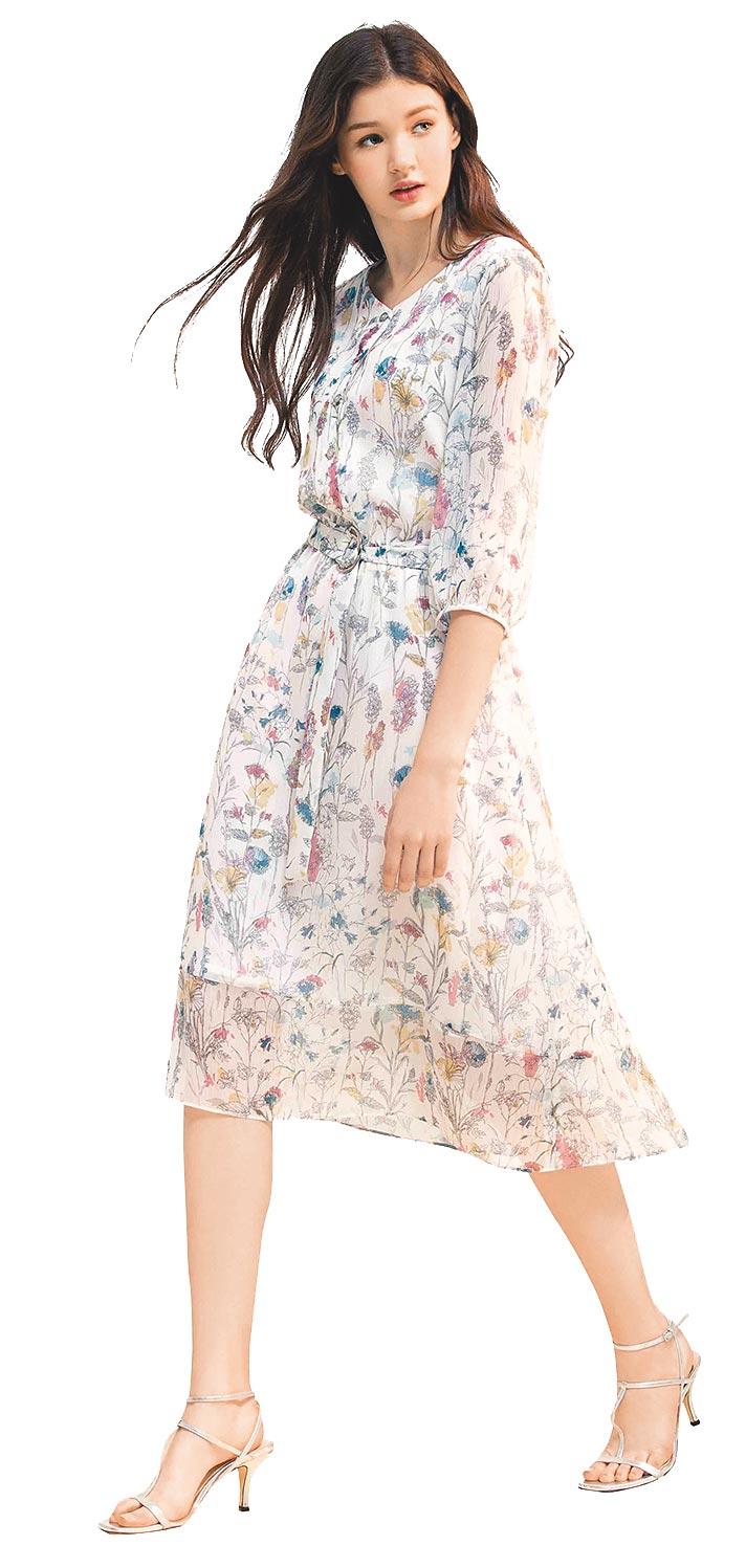 SOGO忠孝館GINKOO碎花透膚白洋裝,原價5600元、特價3920元,7折。(SOGO提供)